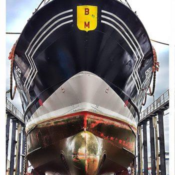 bateau de pêche en carénage a Boulogne sur mer