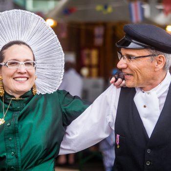 Boulonnaise et Boulonnais dans le costume traditionnel